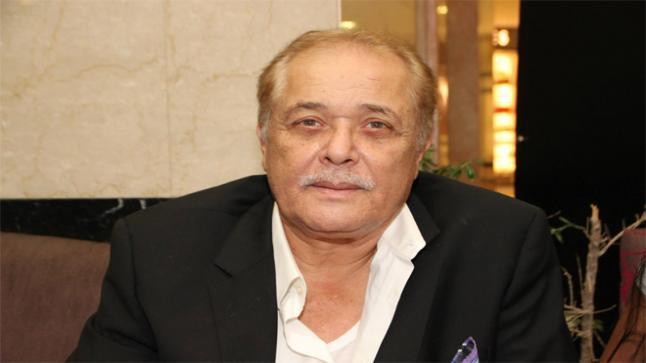 حقيقة وفاة الفنان محمود عبد العزيز شائعة سخيفة