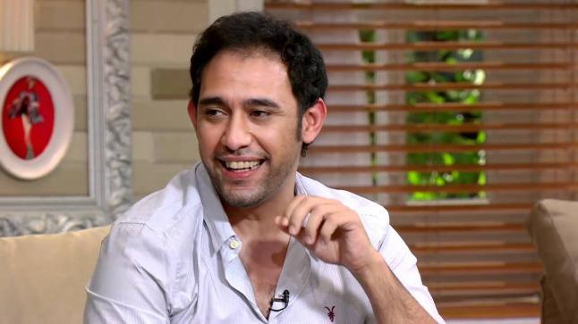 عمرو مصطفي يظهر مع أبلة فاهيتا في مفاجأة للجمهور