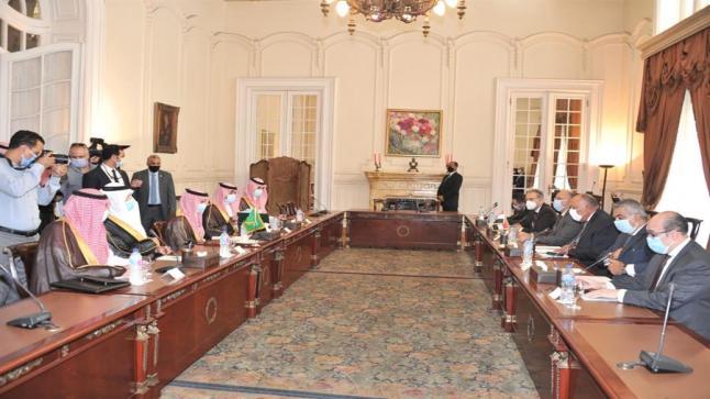 """""""وزير الخارجية السعودي"""" يلتقي نظيره المصري في قصر التحرير"""
