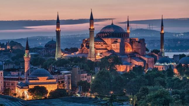 غضب في اليونان بسبب تحويل آيا صوفيا مسجداً وليس متحف رسمياً