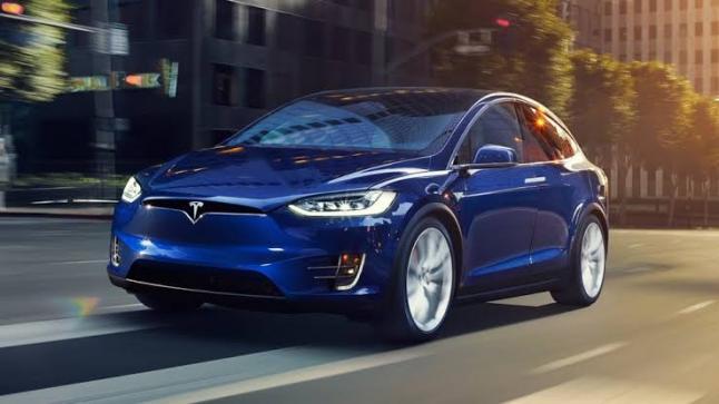 شركة تيسلا تقترب من تصنيع سيارات المستوى الخامس